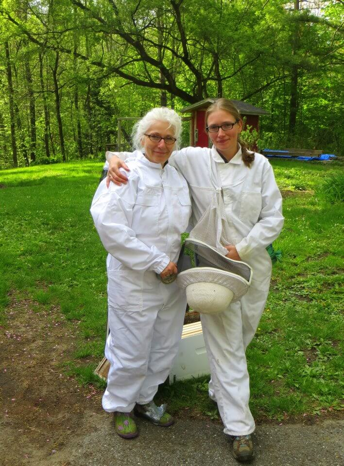 Aunt Jennie & Cousin Molly in bee gear